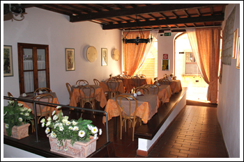 Hotel with swimming pool in the historic center of Volterra